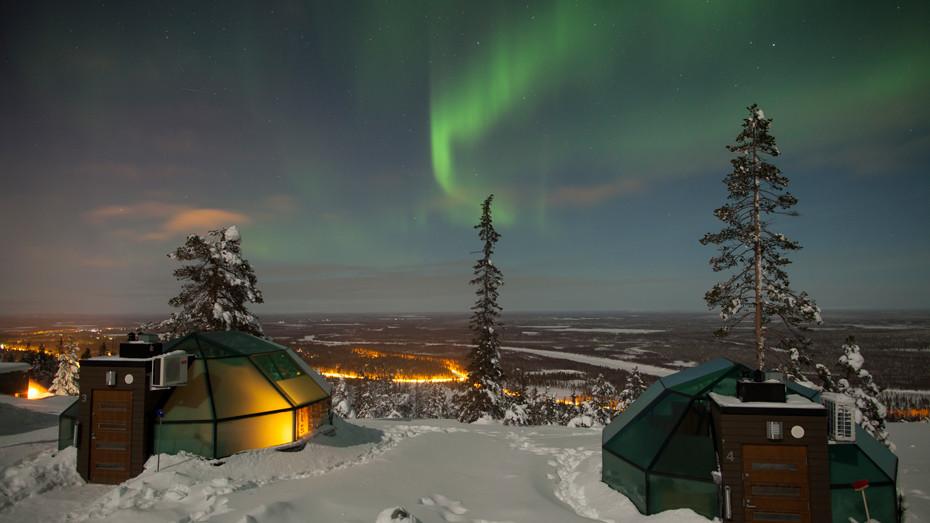 Úžasný výhled na auroru borealis z hotelu ve finském Levi