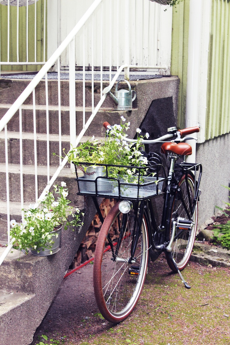 vintage-bicycle-finnland-ada-and-ina