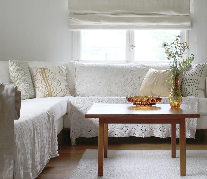 white-scandinavian-living-room-ada-and-ina
