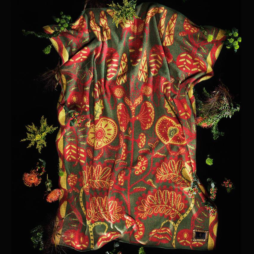 Klaus Haapaniemi deka červená
