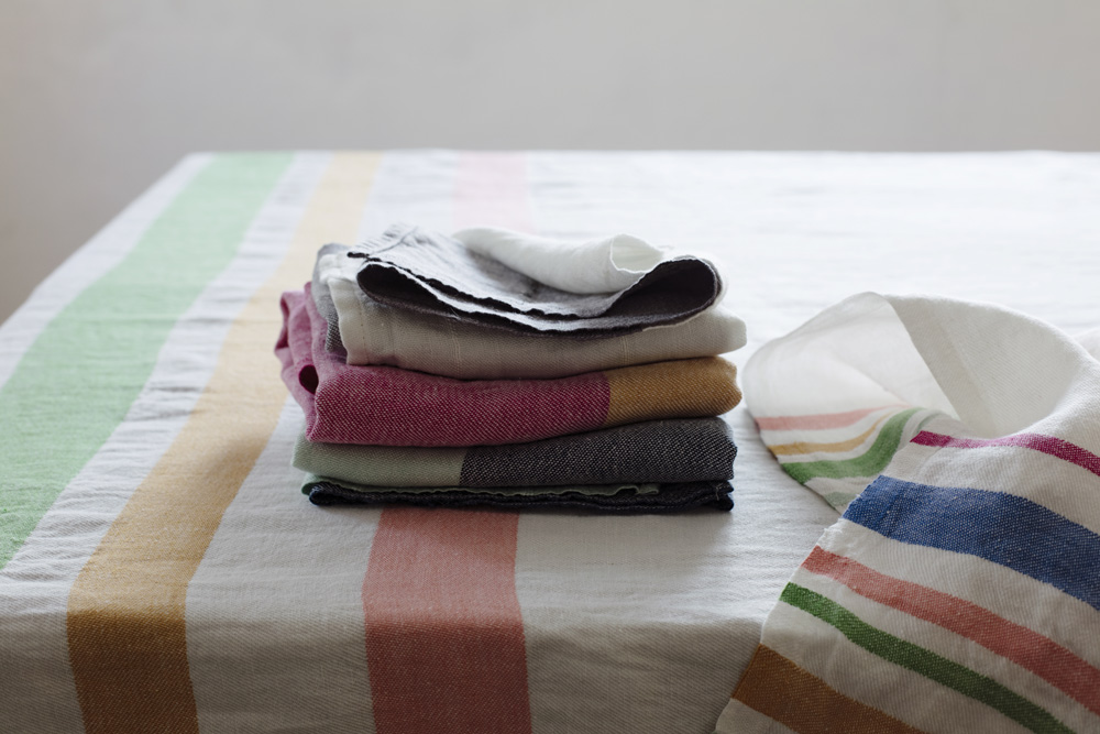 lapuankankurit_meru_tablecloth-blanket_and_towel_white-multi_tsavo_towels_1