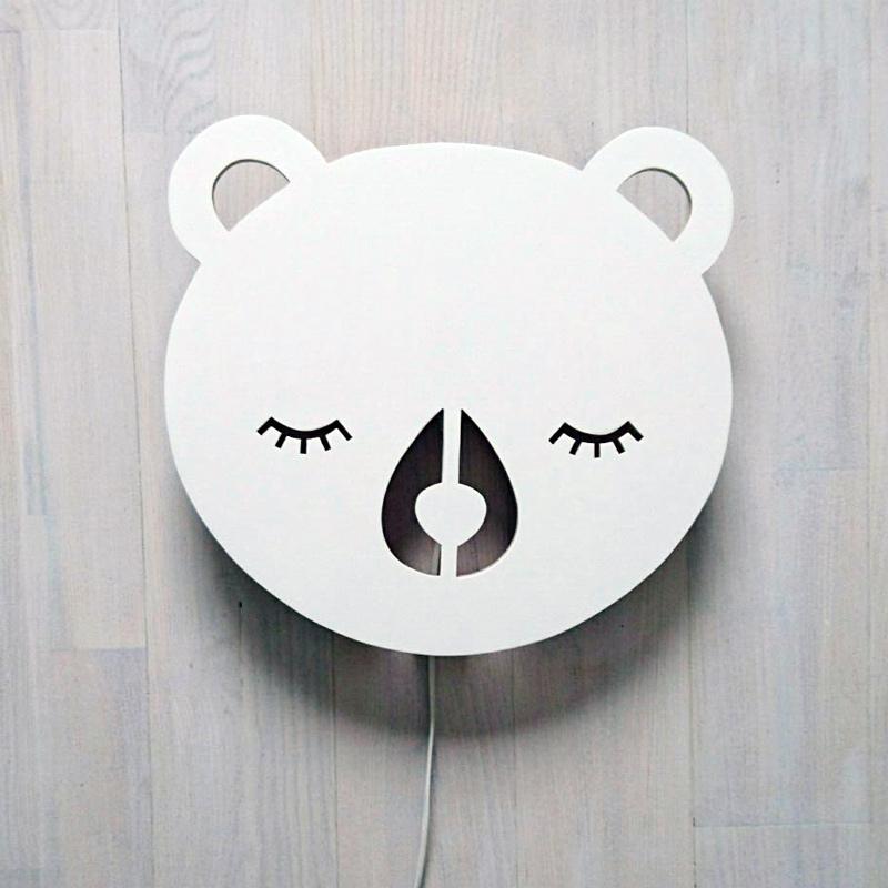 nastenna-lampa-bear-bila