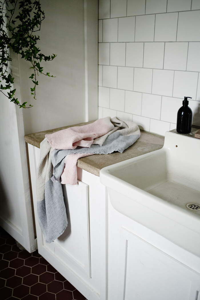 lapuankankurit_terva_towel_white-multi-rose