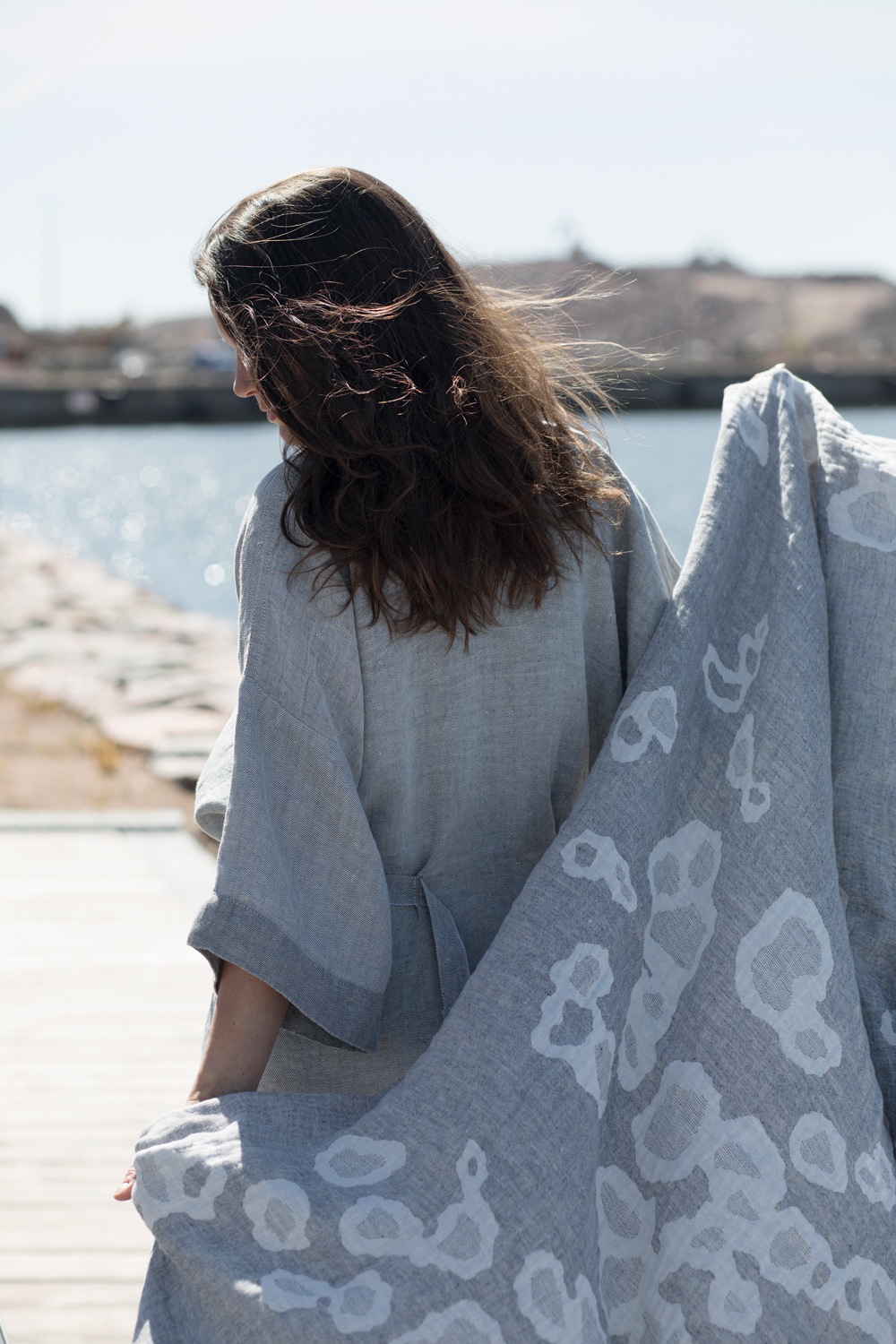 lapuankankurit_kaste_bathrobe_grey_and_saimaannorppa_towel_white-grey
