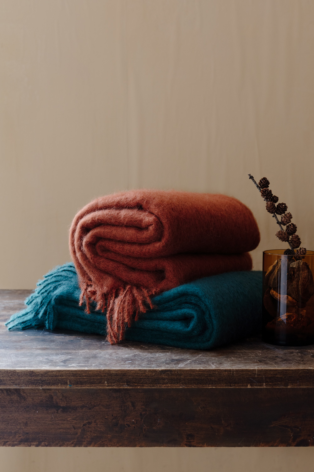 lapuankankurit_saaga_uni_blankets_spruce_green_and_cinnamon