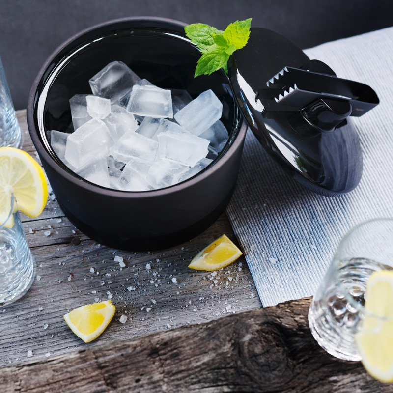 chladici-nadoba-na-led-cerna