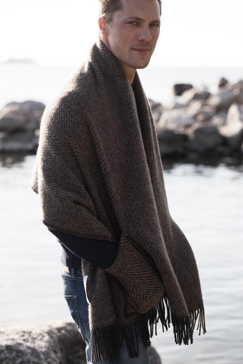 lapuankankurit_maria_pocket_shawl_brown-black_3