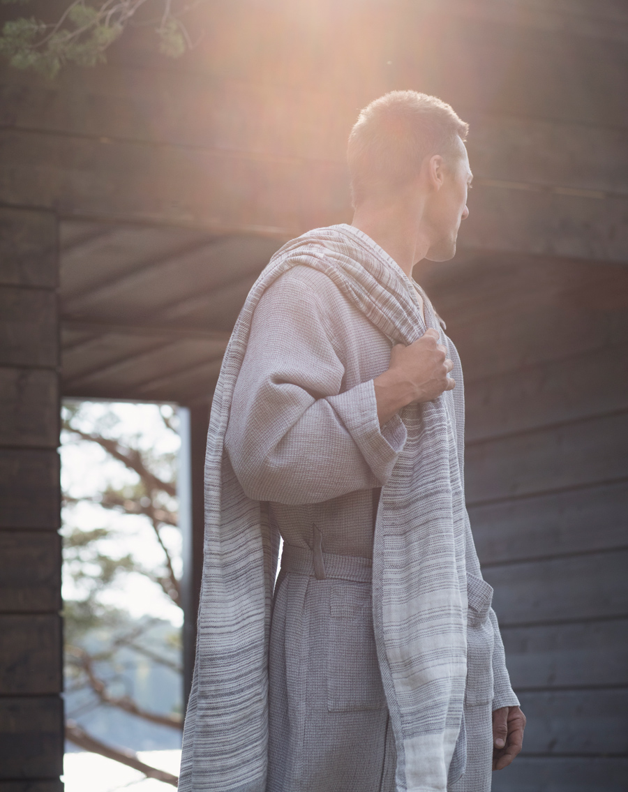 lapuankankurit_terva_bathrobe_with_hood_and_ulappa_towel_white-grey_3