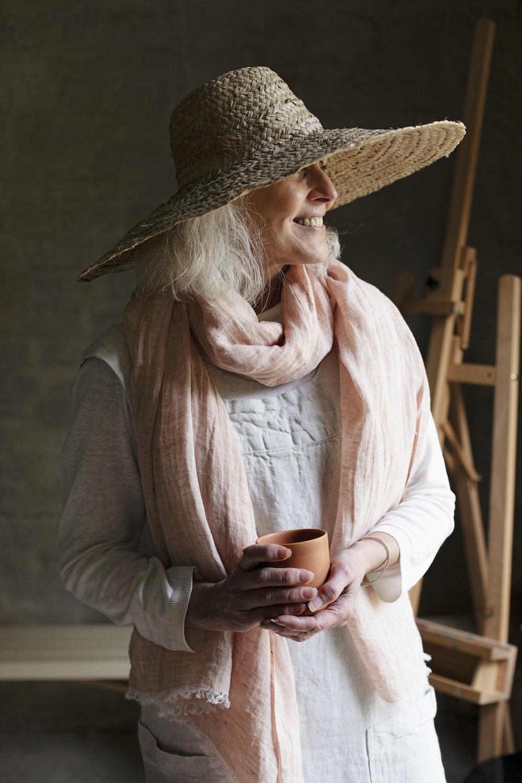 kaste_apron_white_design_anu_leinonen_lempi_scarf_melange_cinnamon_design_team_lapuan_kankurit3_0