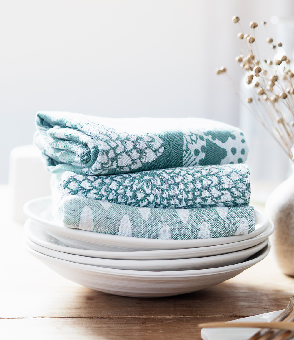 aamos_towel_and_helmi_towel